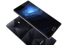 The world cheapest 4-camera phone: Bluboo D1