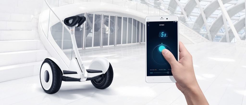 Xiaomi-hoverboard-made-with-Ninebot-and-Segway-photo-3b